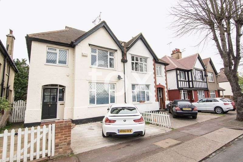 2 Bedrooms Flat for sale in Carnarvon Road, Southend-On-Sea
