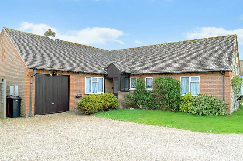 3 Bedrooms Detached Bungalow for sale in Holmwood Close, West Wittering PO20