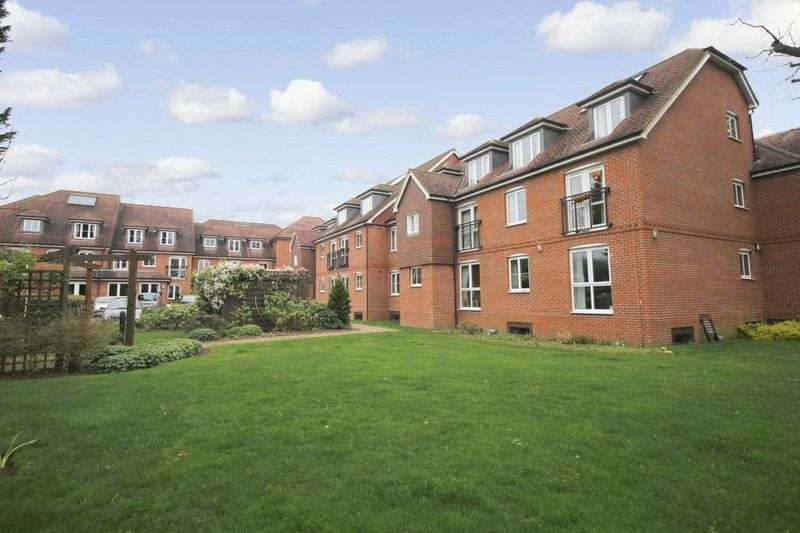 2 Bedrooms Retirement Property for sale in Barnes Wallis Court, Byfleet, KT14 7HJ