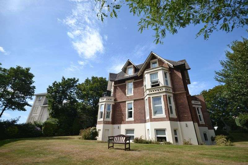 3 Bedrooms Flat for sale in Staunton House, Exeter Park Road, Bournemouth
