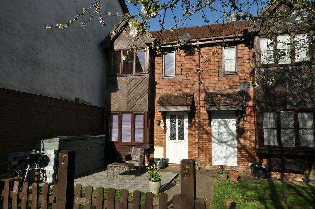 1 Bedroom End Of Terrace House for sale in Orchard Close, Woodley, Reading,
