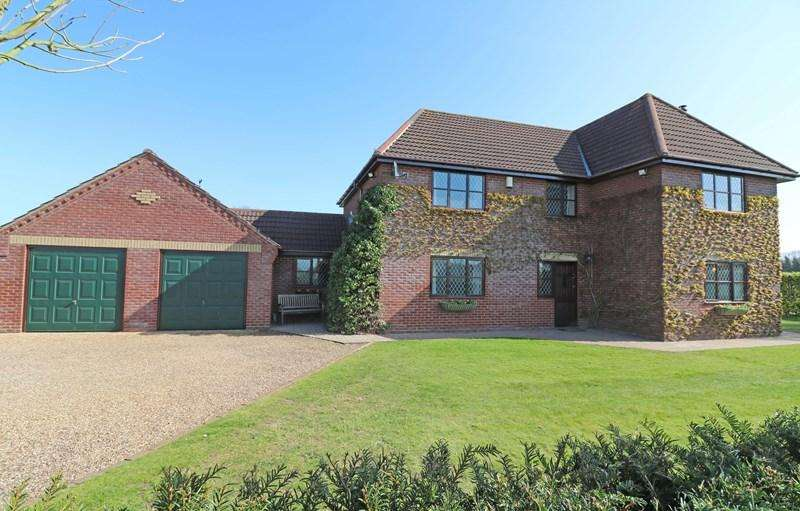 5 Bedrooms Detached House for sale in Poplar Road, Attleborough