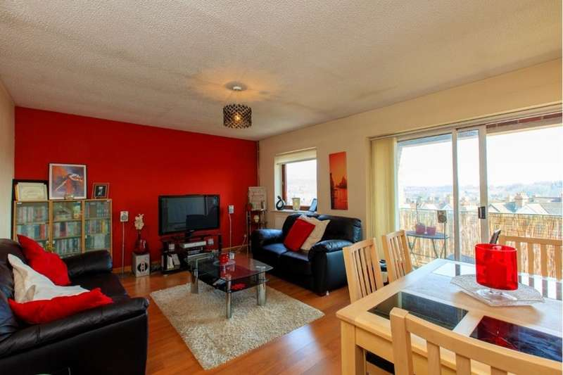 2 Bedrooms Flat for sale in Wiltie Gardens, Folkestone, CT19