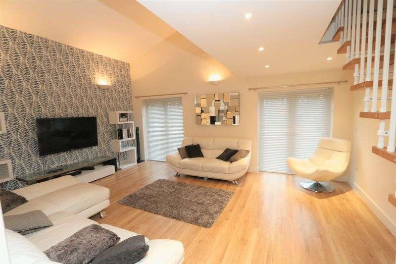 4 Bedrooms Detached House for sale in Foxhill Close, High Wycombe