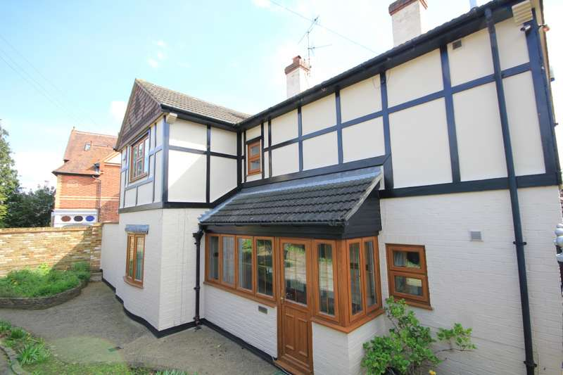 4 Bedrooms Detached House for sale in Burghfield Road, Reading, RG30
