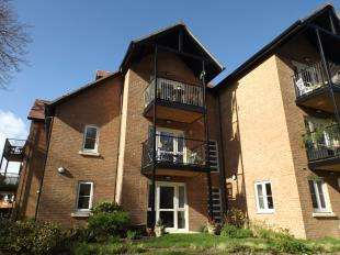 1 Bedroom Retirement Property for sale in Foxmead Court, Meadowside, Storrington, Pulborough