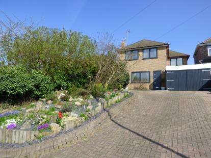 4 Bedrooms Detached House for sale in Newton Lane, Wigston, Leicestershire
