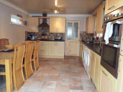 3 Bedrooms Semi Detached House for sale in Green Lane, Nuneaton, Warwickshire