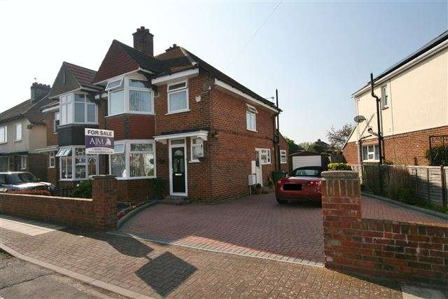3 Bedrooms Semi Detached House for sale in Jasmond Road, Cosham, Portsmouth, Hampshire, PO6 2SY