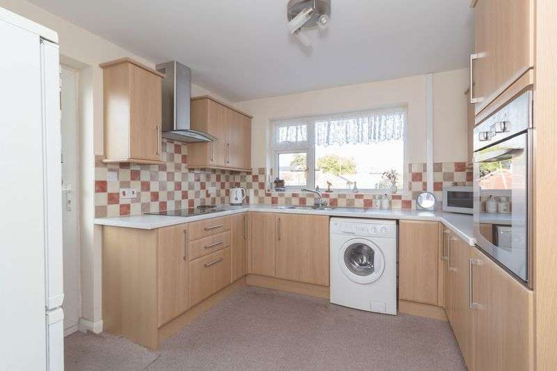 2 Bedrooms Semi Detached Bungalow for sale in Selwood Close, Halfway