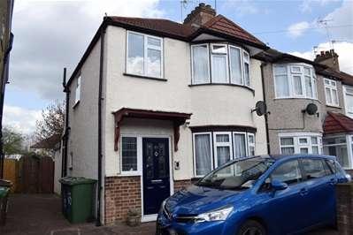 3 Bedrooms Terraced House for sale in Carmelite Road, Harrow Weald
