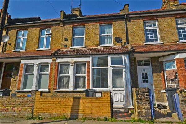 3 Bedrooms Terraced House for sale in Stanley Road, Hounslow
