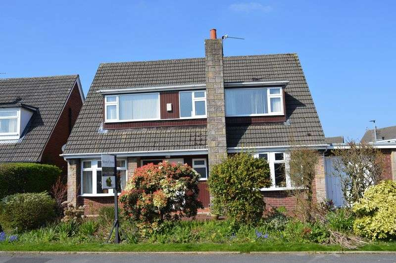 4 Bedrooms Detached House for sale in Chelford Avenue, Lowton