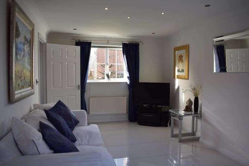 3 Bedrooms Detached House for sale in Kenley Drive, Hopwood