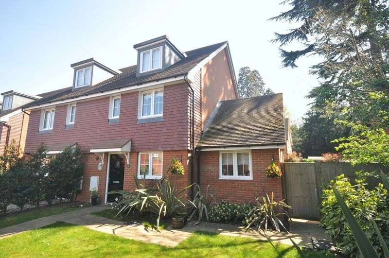 4 Bedrooms Semi Detached House for sale in Duckworth Drive, Ashtead
