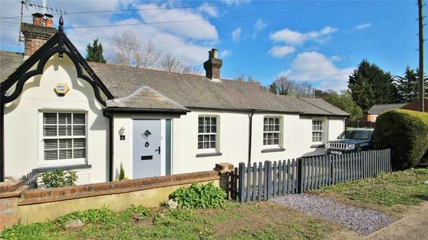 3 Bedrooms Semi Detached Bungalow for sale in Marble Arch Cottages, RADLETT, Hertfordshire