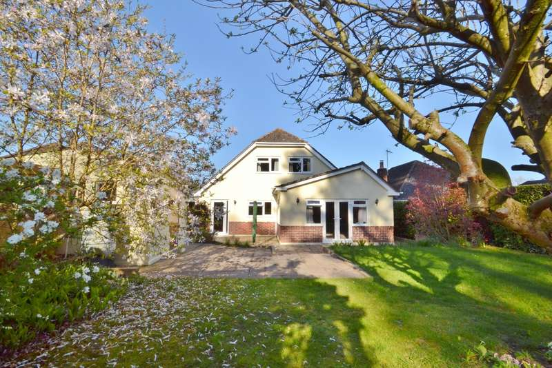 5 Bedrooms Bungalow for sale in Broadstone