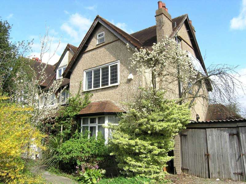 5 Bedrooms Semi Detached House for sale in Finch Lane, Bushey