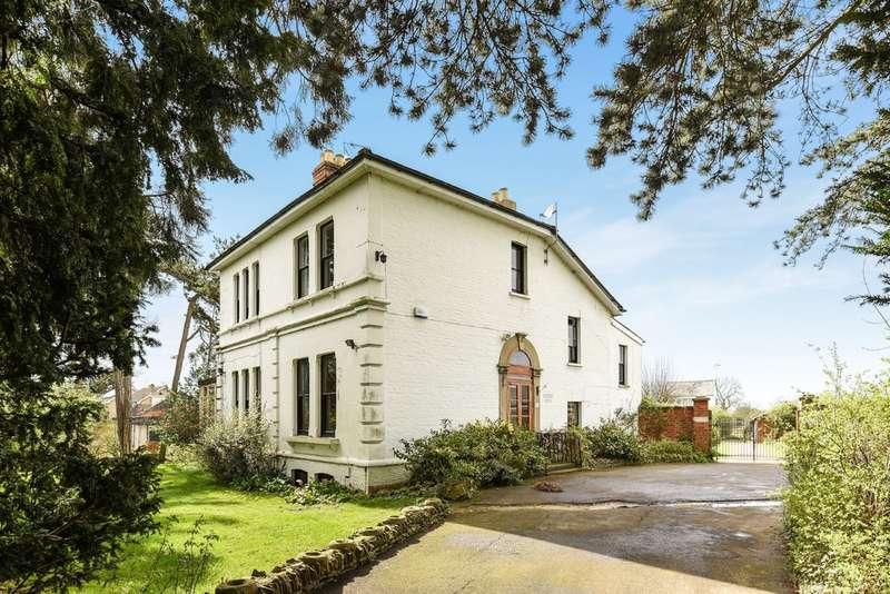 5 Bedrooms Detached House for sale in Shurdington
