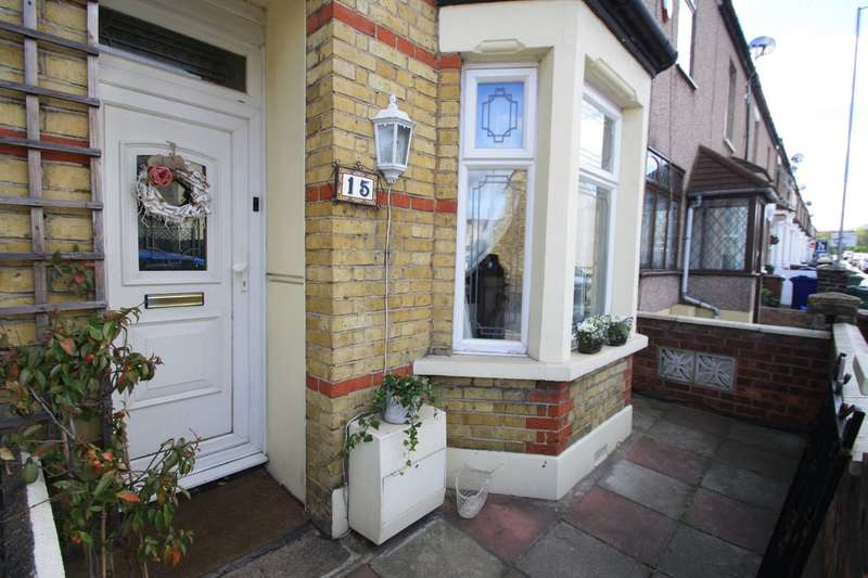 3 Bedrooms Terraced House for sale in Stanley Road, Grays