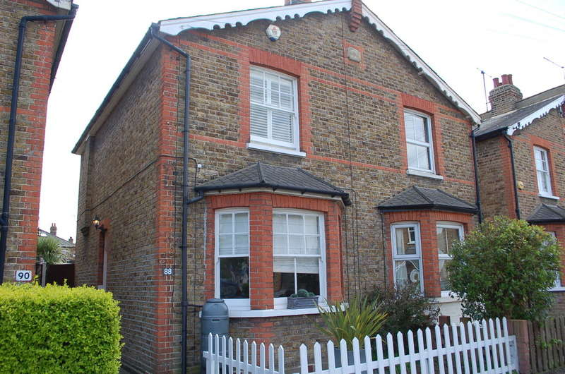 2 Bedrooms Semi Detached House for sale in Surbiton