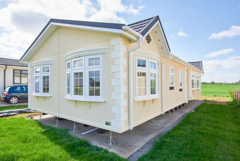 2 Bedrooms Park Home Mobile Home for sale in LCV9141, Evesham, Worcestershire, WR11 7QP