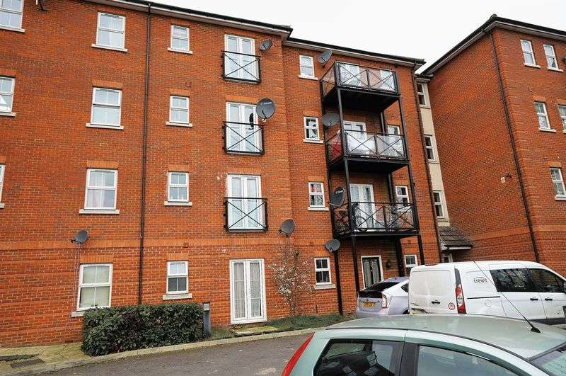 1 Bedroom Flat for sale in Piper Way, Ilford