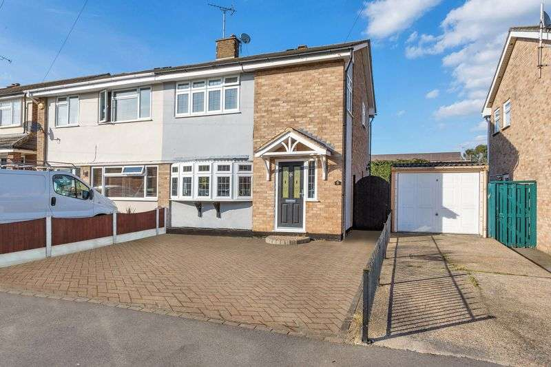 3 Bedrooms Semi Detached House for sale in Leslie Road, Rayleigh