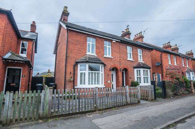 3 Bedrooms Semi Detached House for sale in Camden Road, Maidenhead