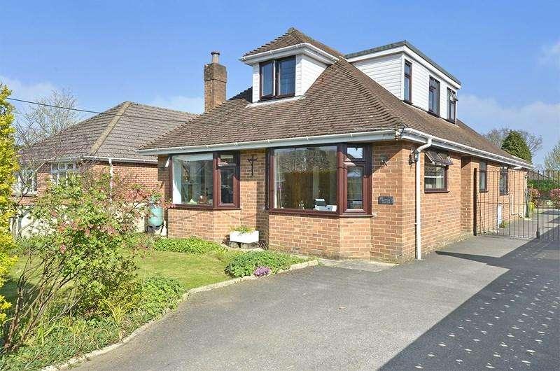 5 Bedrooms Chalet House for sale in Oakhurst Road, West Moors, Ferndown