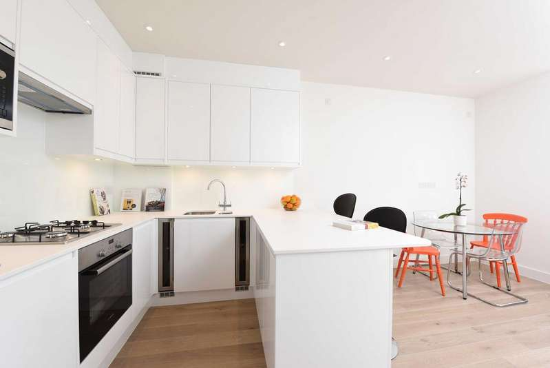 2 Bedrooms Flat for sale in Replingham Road, SW18