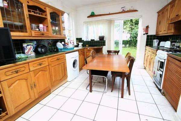 6 Bedrooms Property for rent in Stanfield Road, Winton