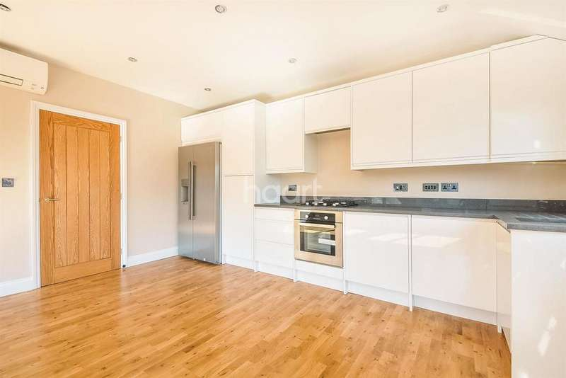 2 Bedrooms Flat for sale in Avenue Road, SM2 6JD