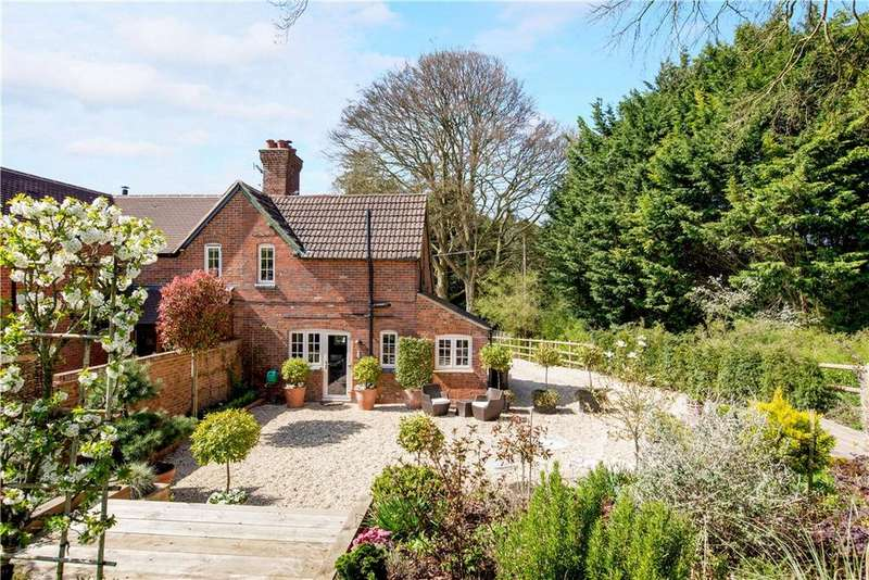 2 Bedrooms Semi Detached House for sale in Fox Farm Cottages, Andover Down, Andover, Hampshire, SP11