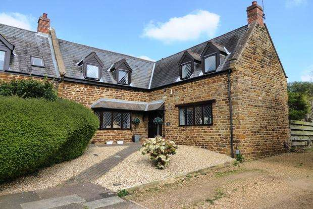 4 Bedrooms Detached House for sale in Wootton Hill Farm, East Hunsbury, Northampton, NN4