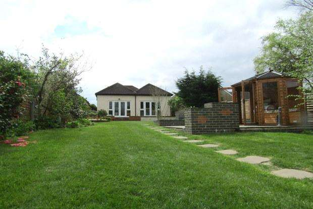 3 Bedrooms Detached House for sale in The Rise, Park Street, St Albans, AL2
