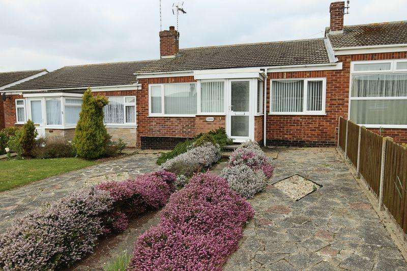 2 Bedrooms Terraced Bungalow for sale in Lloyds Avenue, Lowestoft