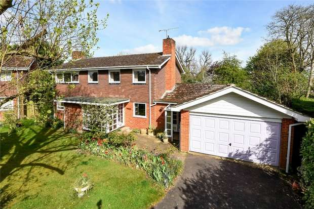 4 Bedrooms Detached House for sale in Cranford Drive, HURST, Berkshire