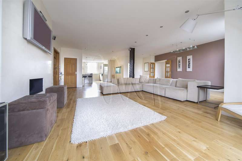 3 Bedrooms Property for sale in Kenilworth Ct, Hagley Road, Birmingham
