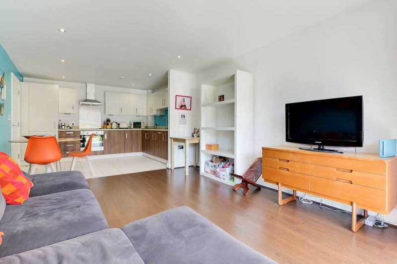 2 Bedrooms Flat for sale in Leyton Green Road, London