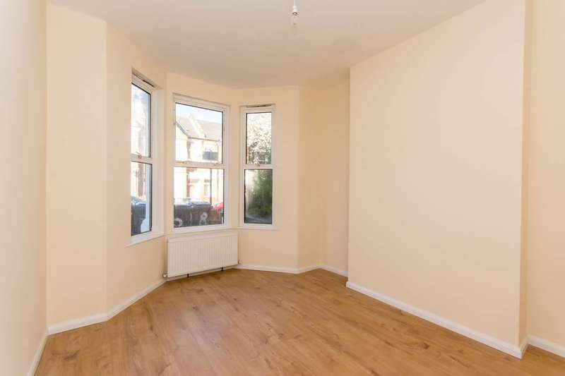 4 Bedrooms House for sale in Windsor Road, Willesden Green, NW2
