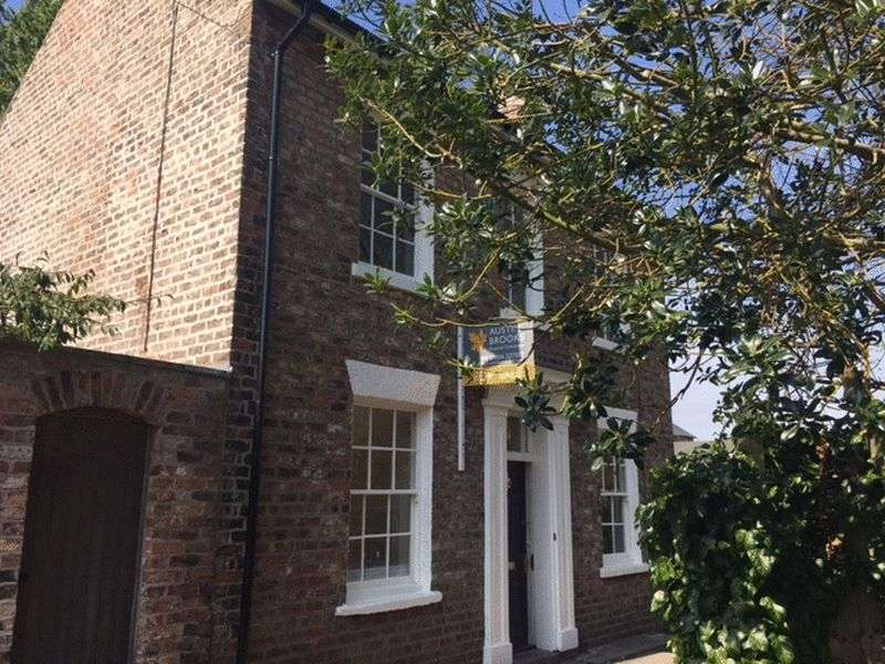 4 Bedrooms Detached House for sale in Heslington Lane, York