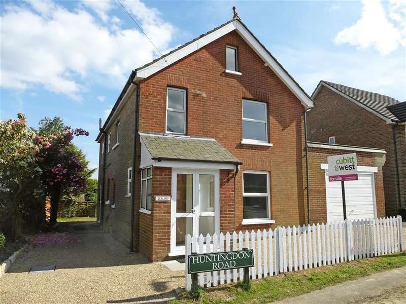 4 Bedrooms Detached House for sale in Huntingdon Road, Crowborough, East Sussex
