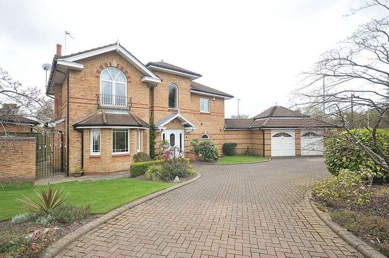 4 Bedrooms Detached House for sale in Macclesfield, Landseer Drive