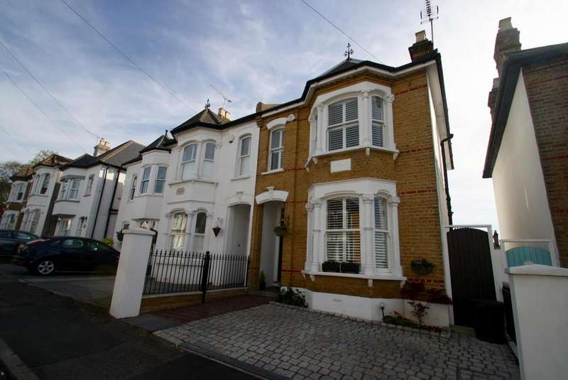 3 Bedrooms Semi Detached House for sale in Victoria Road, Leigh-On-Sea