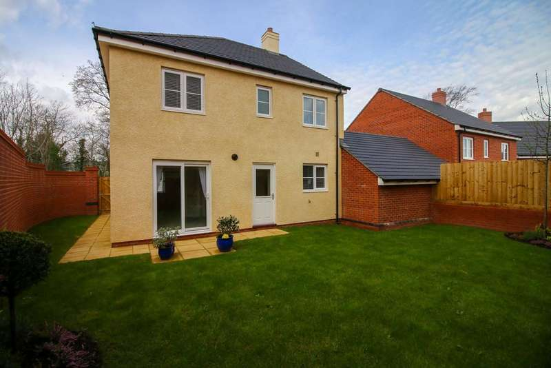 4 Bedrooms Detached House for sale in Woodlands, Roscoff Road