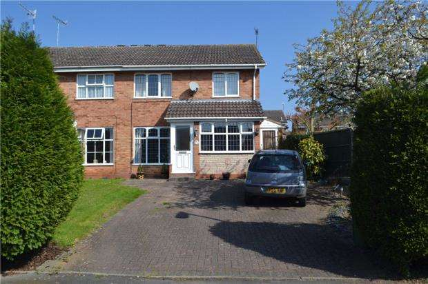 3 Bedrooms Semi Detached House for sale in Lyster Close, Warwick, Warwickshire