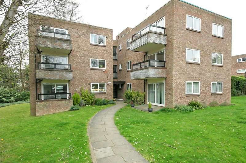 2 Bedrooms Flat for sale in Stakers Court, Harpenden, Hertfordshire