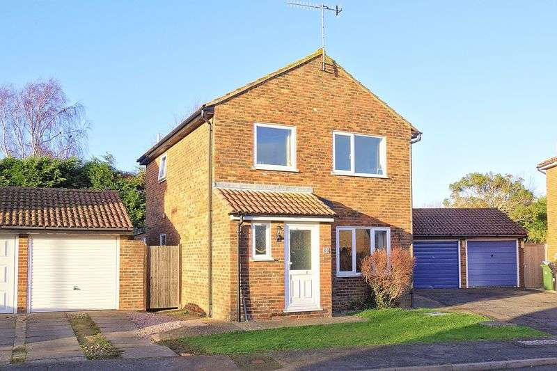 3 Bedrooms Detached House for sale in Sunningdale Gardens, Bognor Regis, PO22
