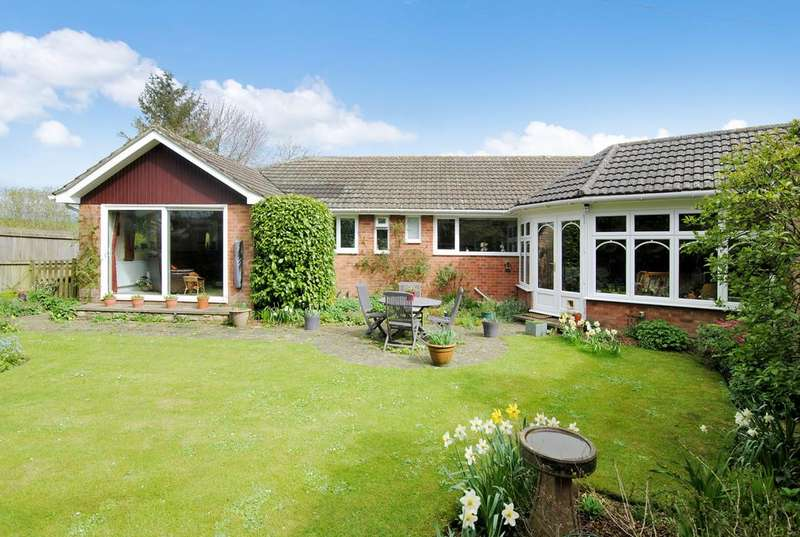 3 Bedrooms Bungalow for sale in High Street, Tilshead SP3